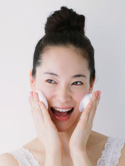 54eeb50b92fcc_-_sev-young-woman-washing-face-foam-s2