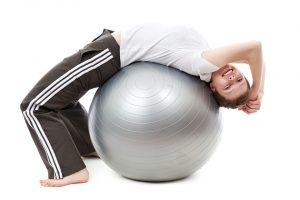 упражнение с топка за плосък корем